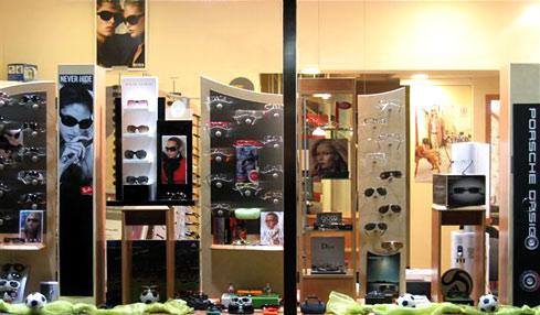 Ladenlokal auf Sylt mit Brillen, Sonnenbrillen und Kontaktlinsen